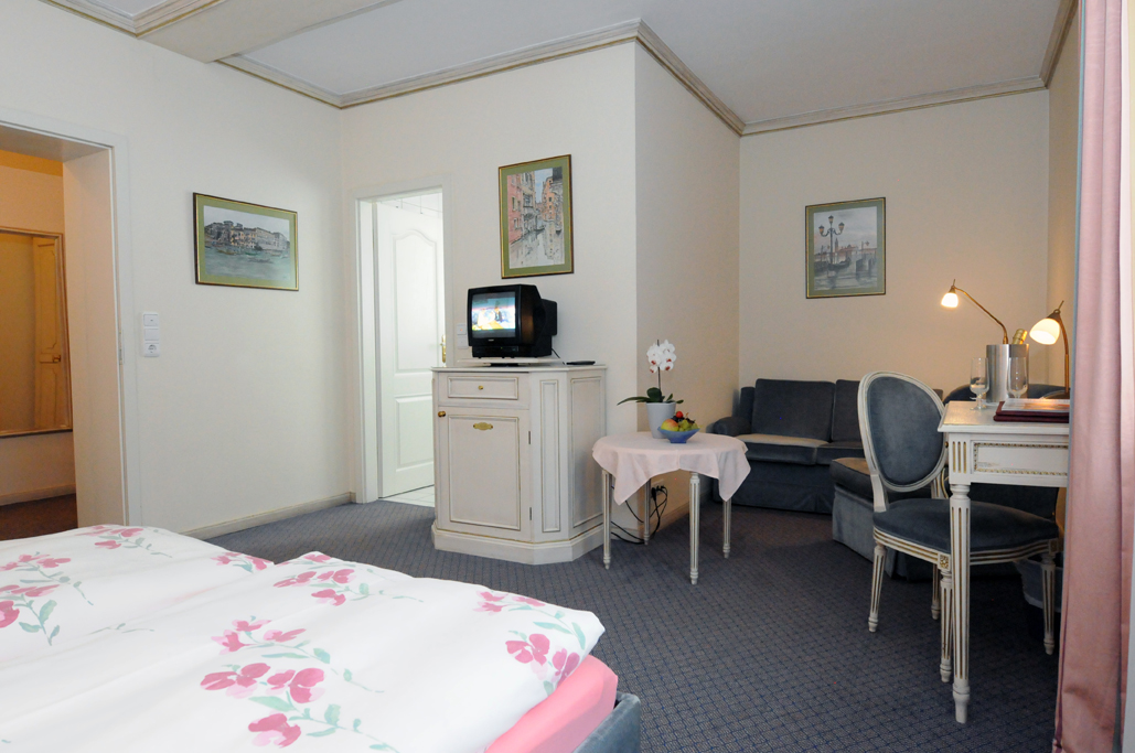 Doppelzimmer mit Sitzecke - Nichtraucher ab (3 Betten Möglich)