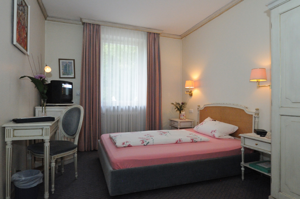 Small Room with French Bed - Non-smoking from EZ