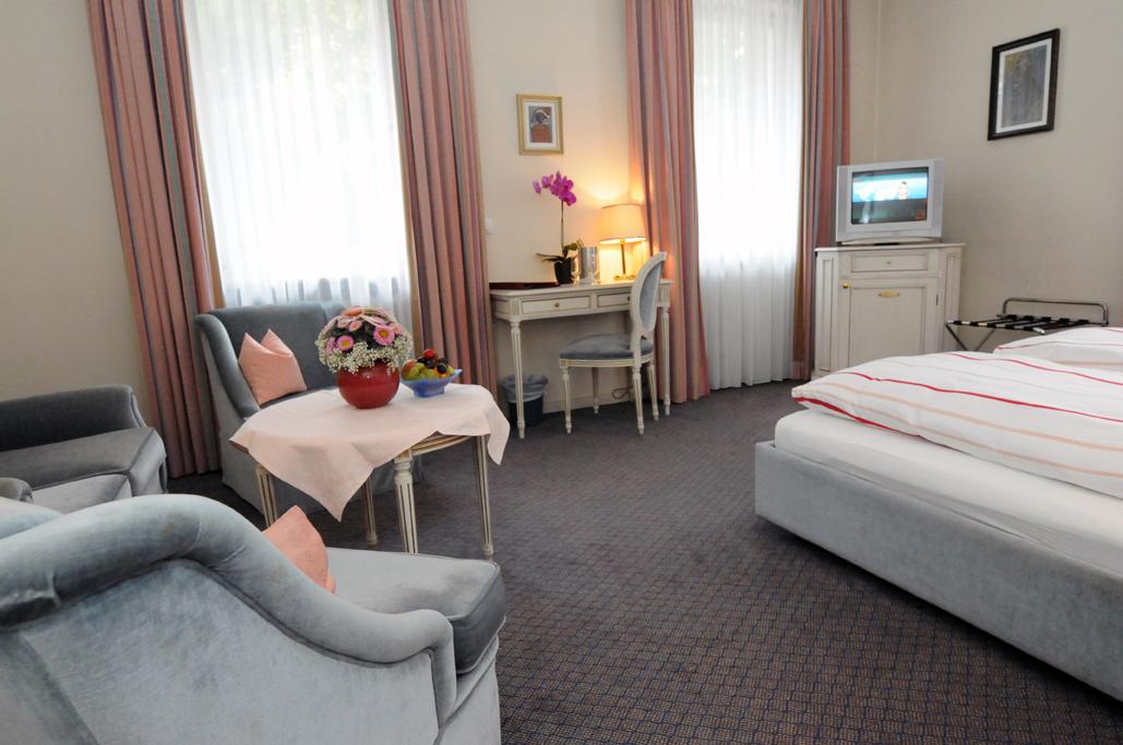 Doppelzimmer, großes Badezimmer - Nichtraucher ab (3 Betten Möglich)