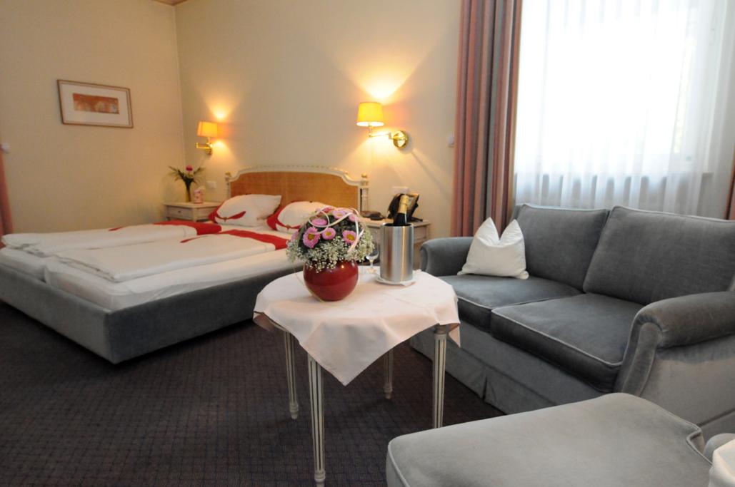 Sehr ruhiges Doppelzimmer mit Badewanne - Nichtraucher ab (3 Betten Möglich)